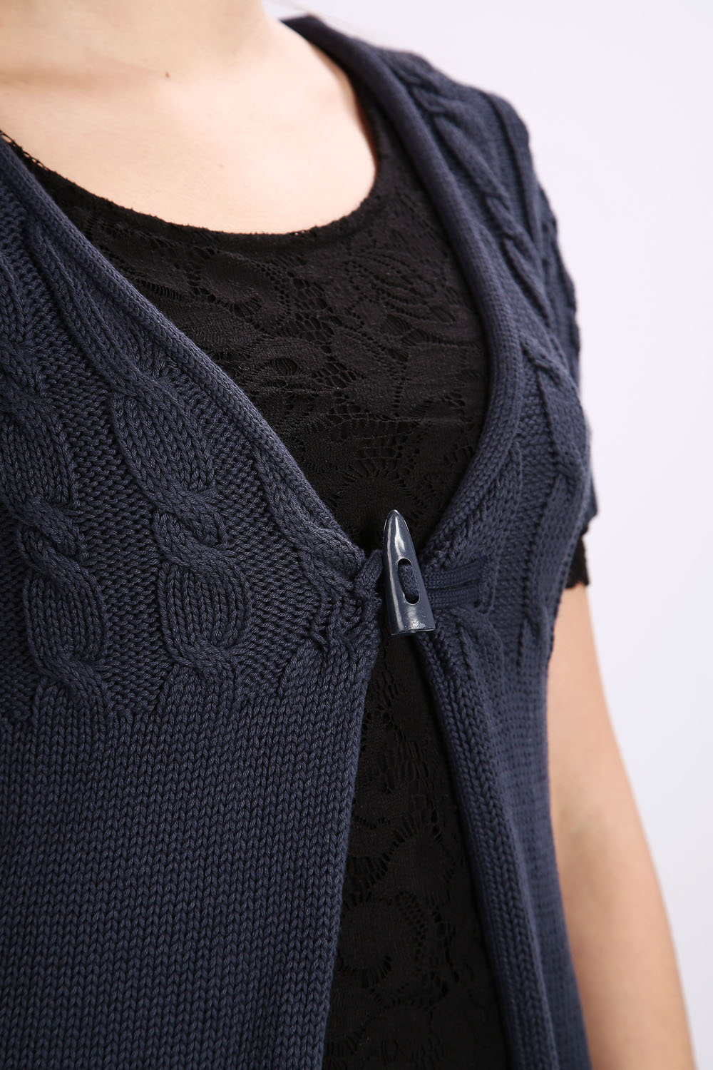 Mix Cable Knit Buckle Cardigan