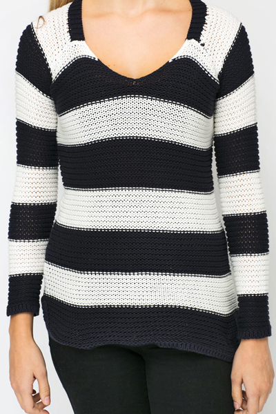 V-Neck Stripe Pullover
