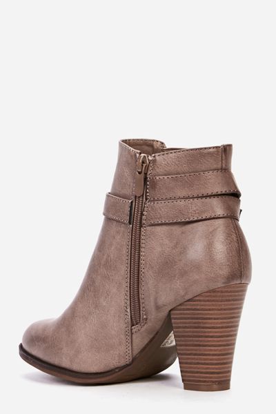 Criss Cross Buckle Side Chelsea Boots