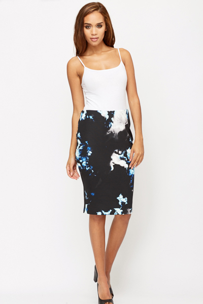 55 Amazing Pencil Skirt Outfit Ideas. What is a Pencil Skirt? A pencil skirt is a skirt with a narrow and straight cut. It reveals the figure of a woman as it hugs the curves of a woman's body. Floral Top. Wear your pencil skirt with a floral top to spice it up a little and to add a cheerful look during summer. Here is a similar.