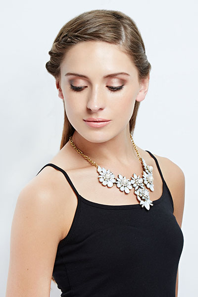 Gold Tone White Floral Contrast Necklace