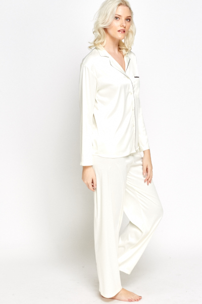 Women's Pyjamas Brindisi 34 Pure Silk Satin White. £ Designed in London and handmade in our English workshop using the finest Italian silk, our women's Brindisi 34 pyjama set features a white base printed with a stunning hand-drawn botanical print, inspired by Southern California wildlife.