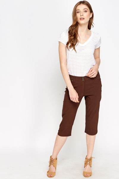 Shop dressbarn for the latest in petite ankle & cropped pants. You'll discover on trend styles in a variety of patterns and prints that can be worn for any occasion. Add some extra flair to your weekend or workwear wardrobe with petite ankle & cropped pants.