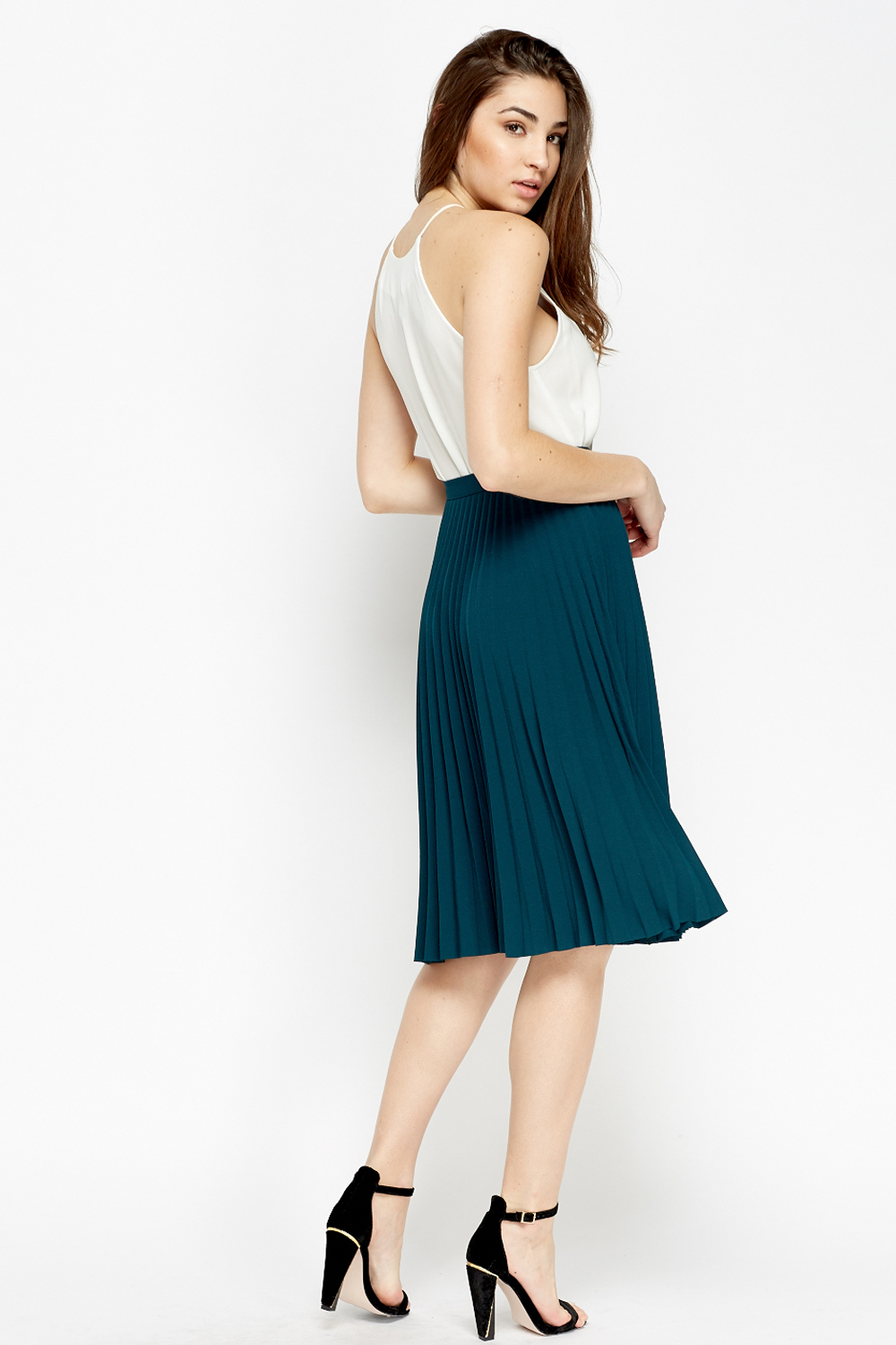 Sep 25,  · To wear high waisted skirts, choose the skirt style that flatters your body type the most, such as a pencil, A-line, pleated, or maxi skirt. Next, pick out a top that you can tuck into the skirt, or go with a crop top that's just short enough to graze the top of the skirt's liveblog.ga: K.