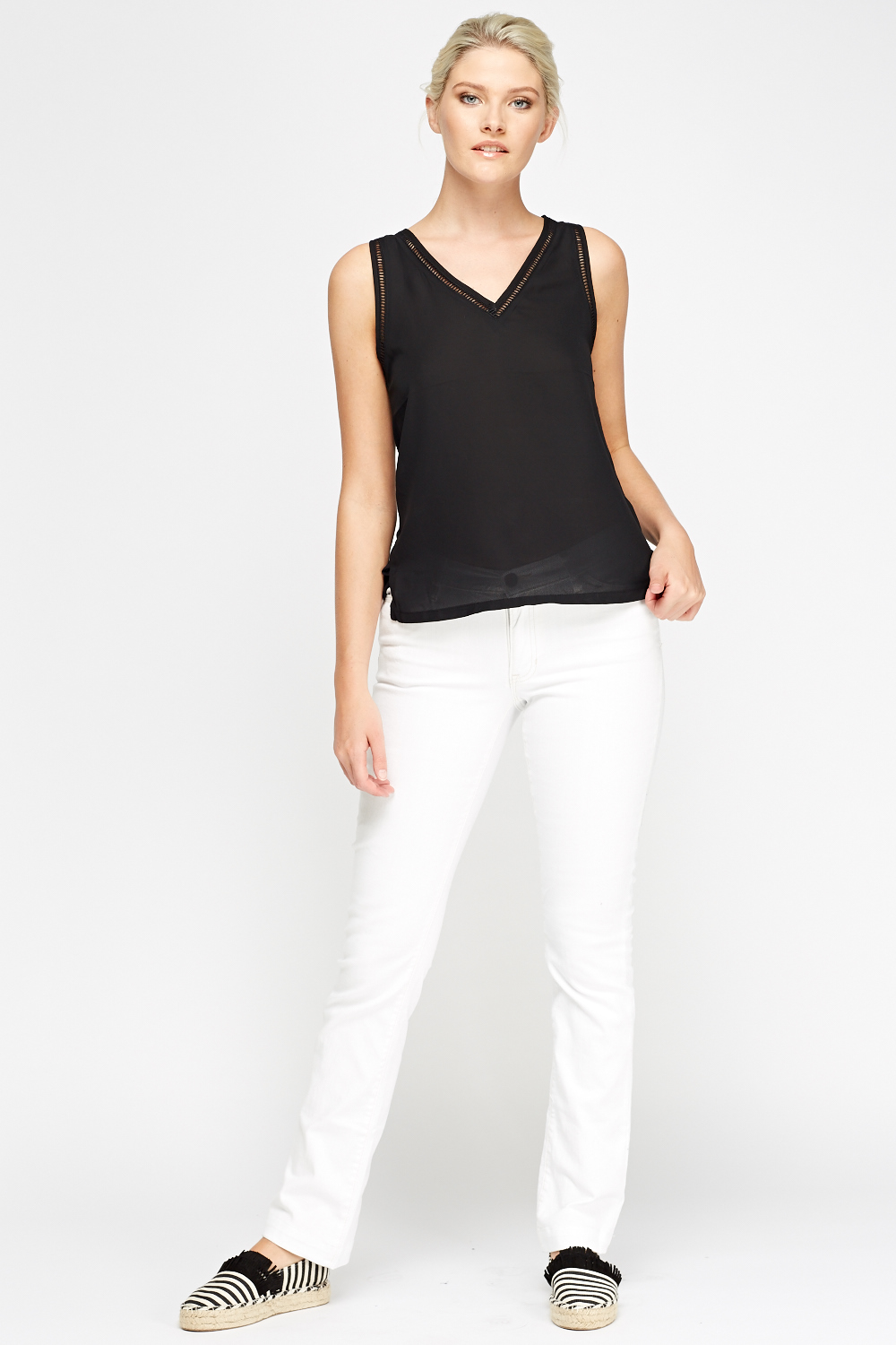Free shipping and returns on Women's White Straight-Leg Jeans at getson.ga