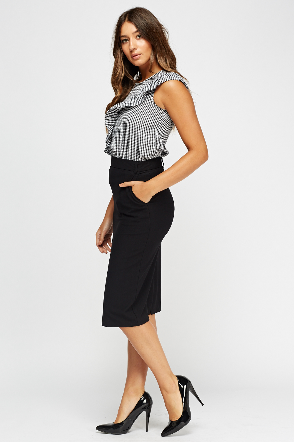 - High-waist pencil skirts. Create curves or accentuate the ones you have with a pencil skirt that sits high above the waist. Keep it simple with a flat front and hidden zippers - or elevate your look by choosing embellishments like medallion-adorned, gold-tone polished buttons for a refined finishing touch.