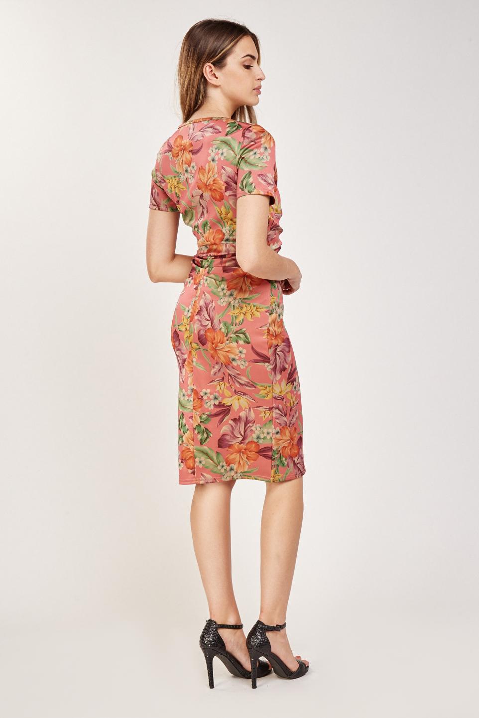 ebdc5929e2c365 Vintage Floral Print Midi Dress. Click on the image to zoom