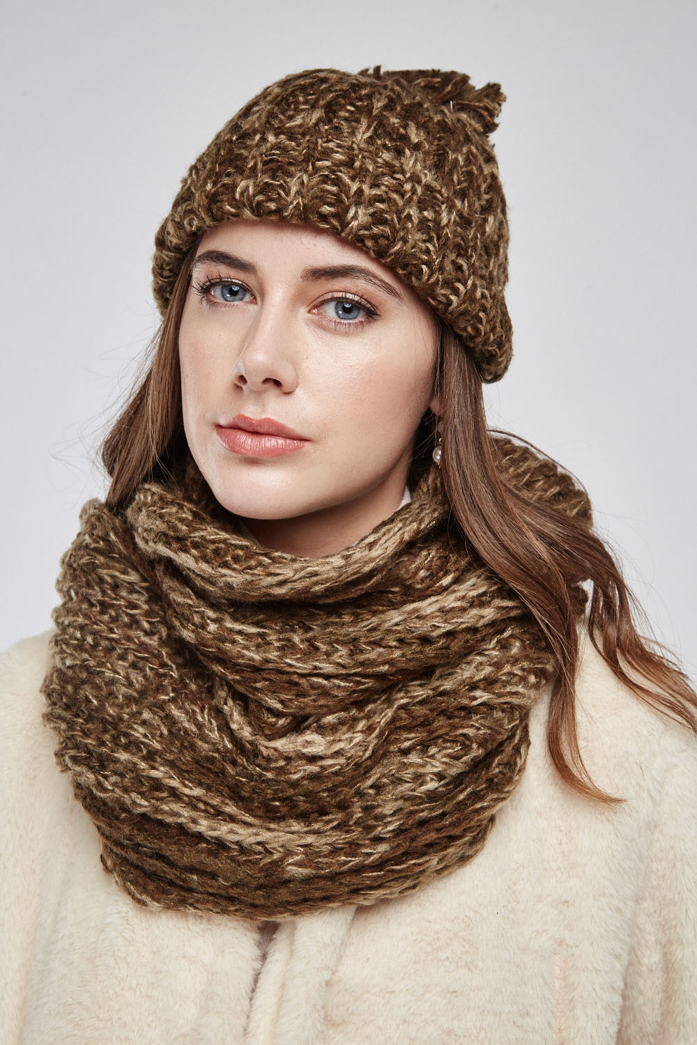 54c867481 Wooly Beanie Hat And Snood Set - Just £5