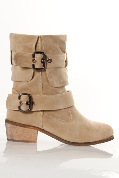 Thick Heel & Buckle Details Suedette Boots